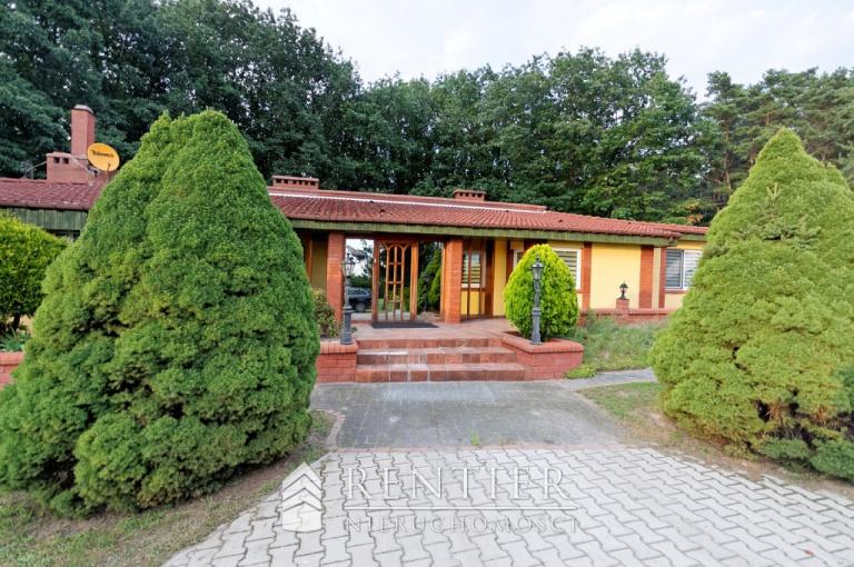 Wyjątkowa rezydencja z prywatnym lasem i kortem